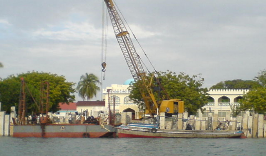 40 Ton Crane driving 600mm x 600mm Reinforced Interlocking Concrete piles on Lamu Island.